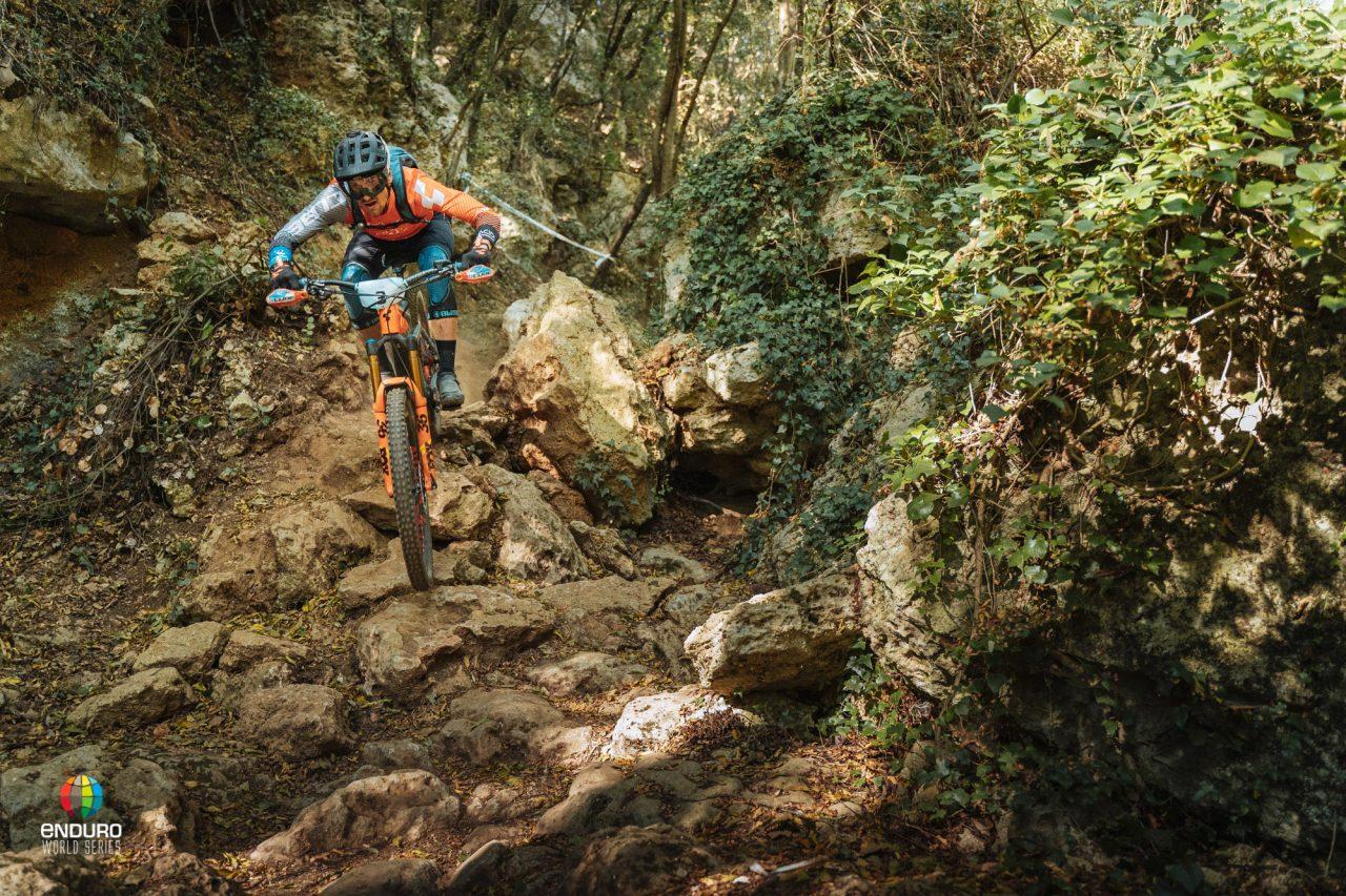 Enduro World Series, EWS, Rennen, Mountainbike-Meisterschaft, world of mtb, world of mtb Magazin, worldofmtb, Mountainbike Magazin, E-MTB, E-Bike, E-Antrieb, Elektroantrieb, E-Mobilität, Pedelec, Akku, Antrieb, MTB, Bike, Fahrrad, Bike-Sport, Radsport, Bikerin, Biker, Bikerinnen, Mountainbikerin, Mountainbiker, Mountainbike, Mountainbiken, Mountainbiking, Enduro, All-Mountain, Trail, Flow Trail, Singletrail, Biketour