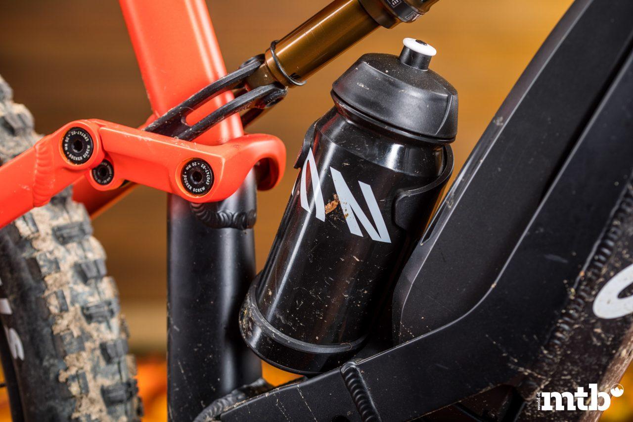 Test: Canyon Spectral:ON 9.0 E-Bike 2020 Flaschenhalter