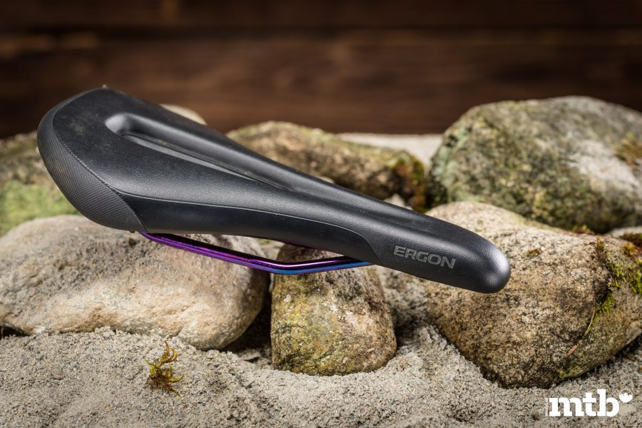 Ergon SM Enduro Comp Men Stealth / Oil Slick - Best of 2020