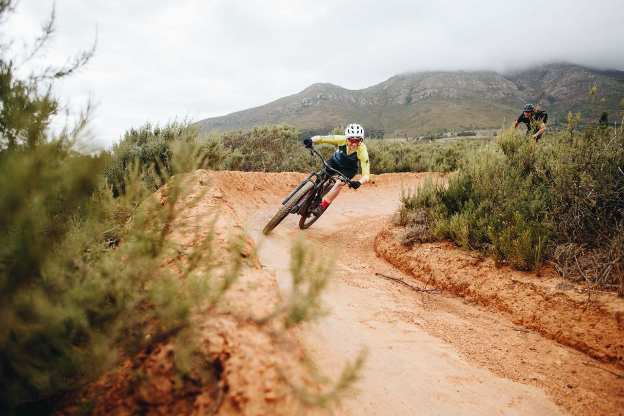 Specialized Turbo Levo SL Launch in Südafrika Hannah Barnes Kurve