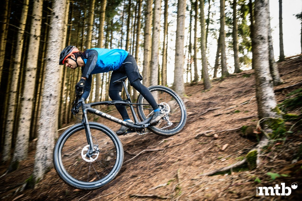 TREK--SUPERCALIBER 9.8 Biketest 2020