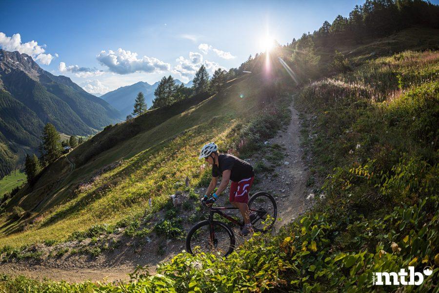Höhenweg Trails und der schönste Campingplatz des Wallis Manfred Ebener in Action