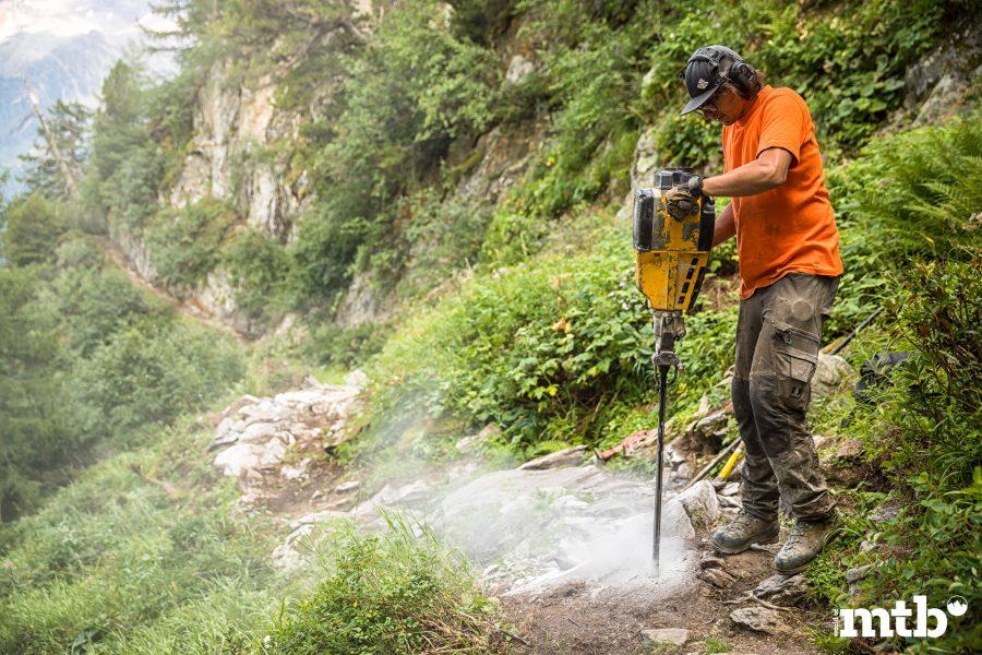 Höhenweg Trails und der schönste Campingplatz des Wallis Schlagbohrer