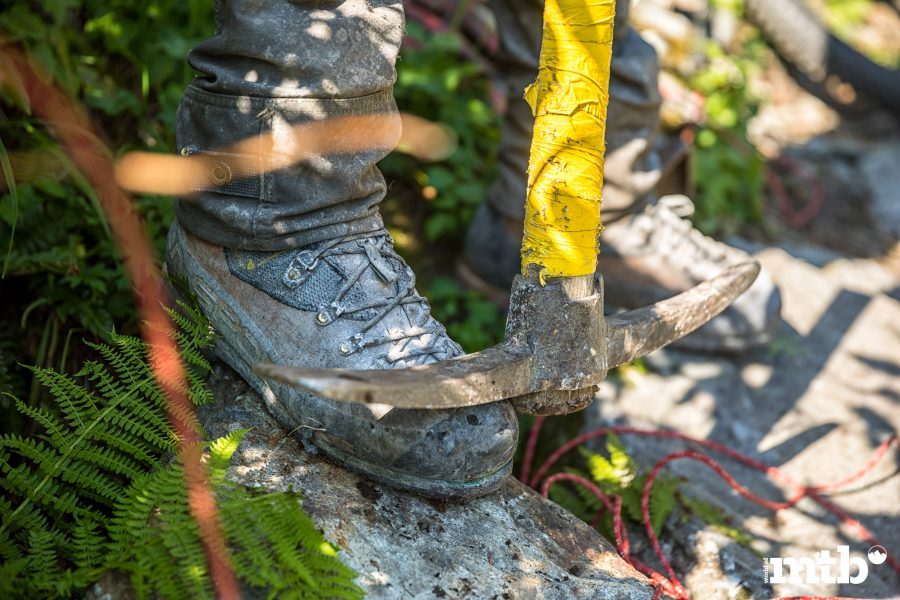 Höhenweg Trails und der schönste Campingplatz des Wallis Spitzhacke