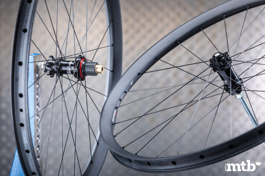 SYNTACE C33i Straight Carbon Wheelset