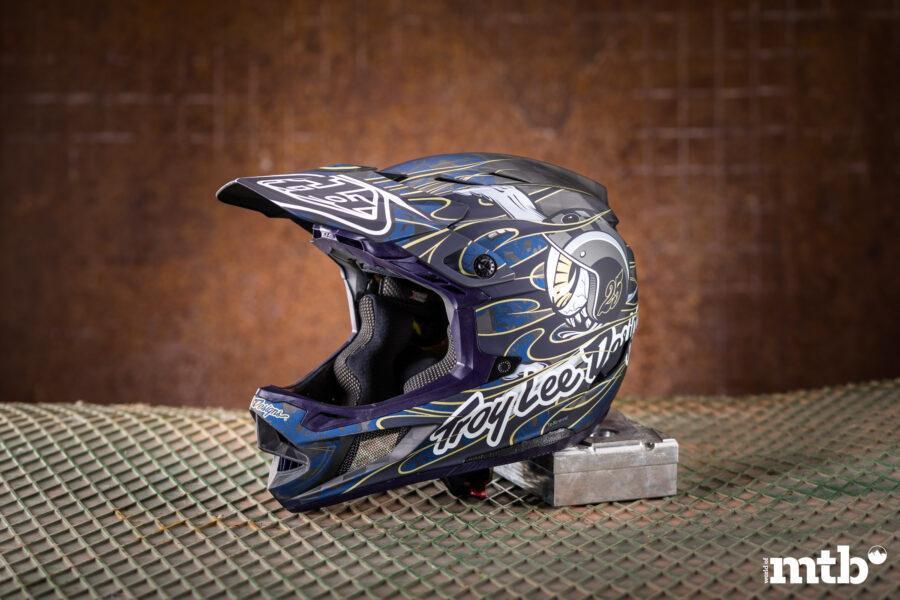 TROY LEE DESIGNS D4 Carbon Helmet Mips