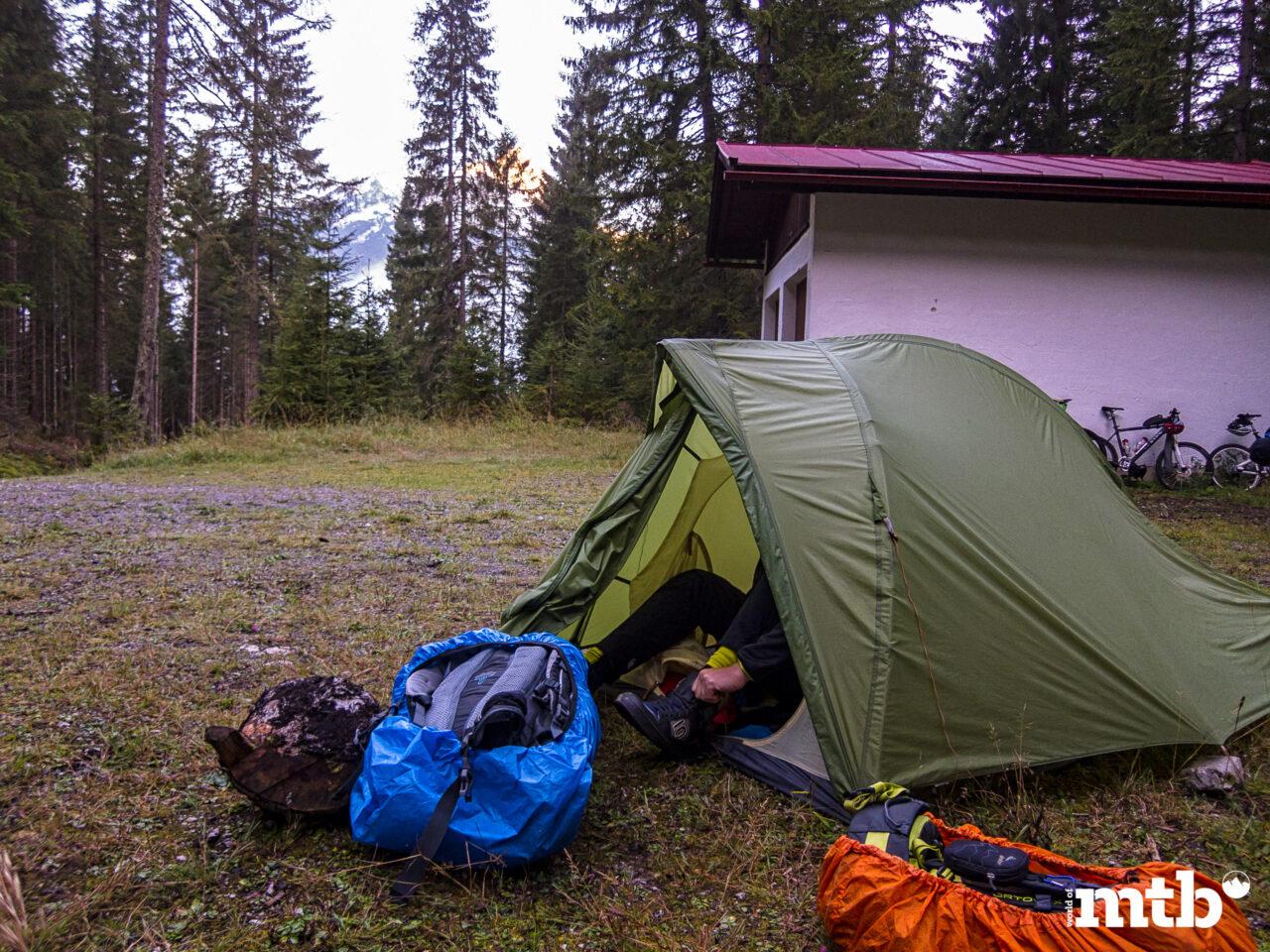 Winter Transalp im Zelt luftiges Zuhause